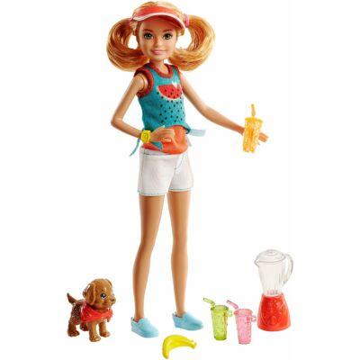 Barbie húga - Stacey gyümölcslét készít