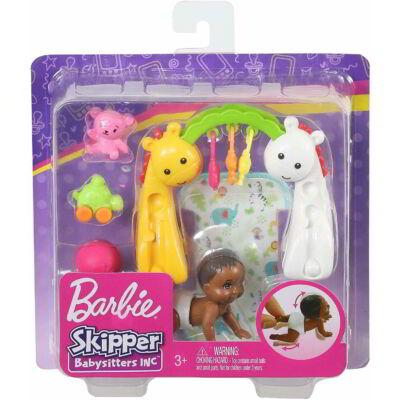 Barbie bébiszitter kisbaba kiegészítőkkel (GHV85)