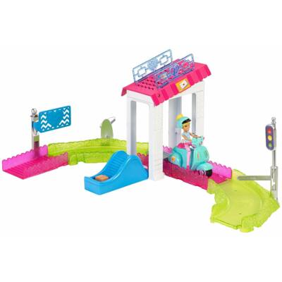 Barbie On The Go baba járművel és kis kiegészítővel
